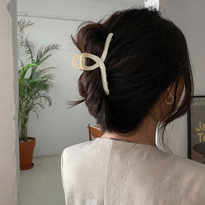 Matte Twisted Hair Pin